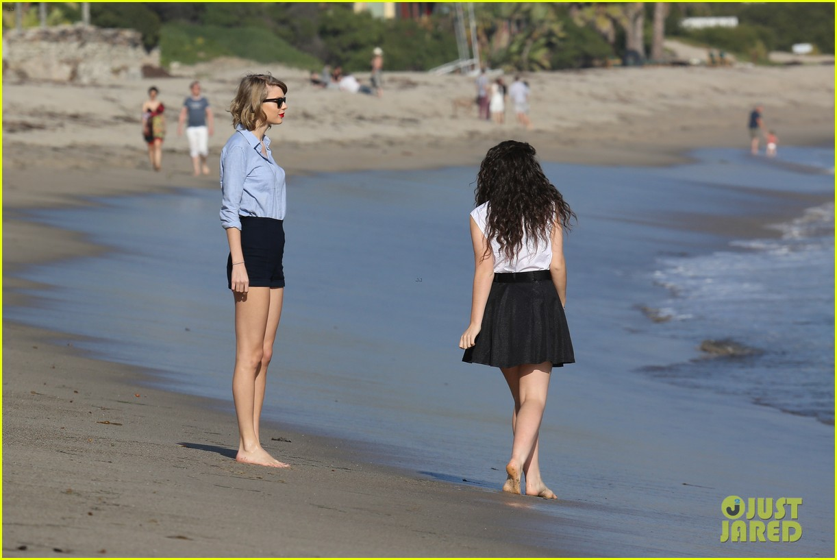 lorde gets breakfast with kiernan shipka after beach day with taylor swift 023059829