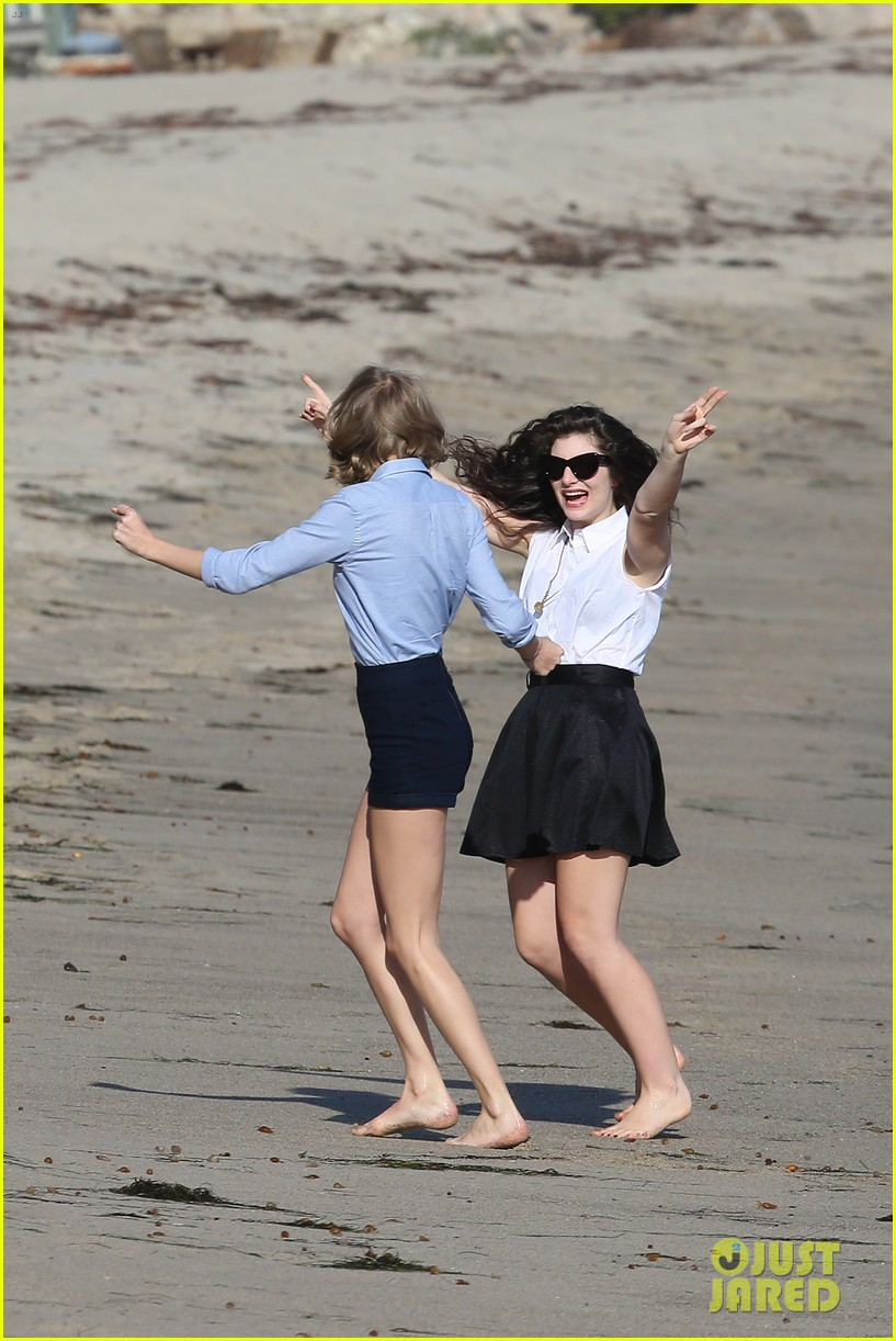 lorde gets breakfast with kiernan shipka after beach day with taylor swift 09