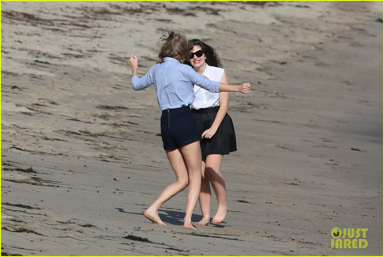 lorde gets breakfast with kiernan shipka after beach day with taylor swift 143059841