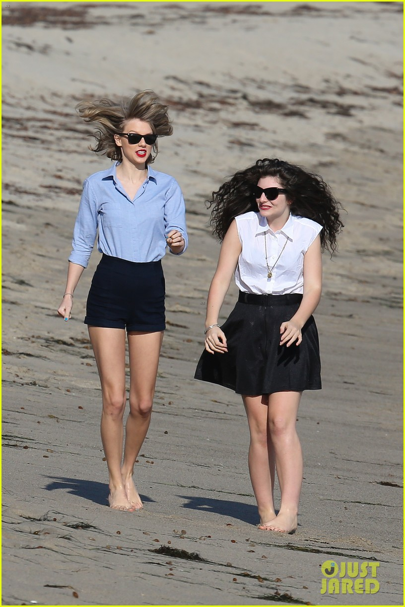 lorde gets breakfast with kiernan shipka after beach day with taylor swift 213059848