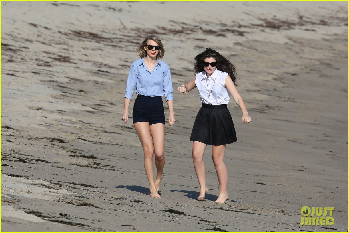 lorde gets breakfast with kiernan shipka after beach day with taylor swift 263059853