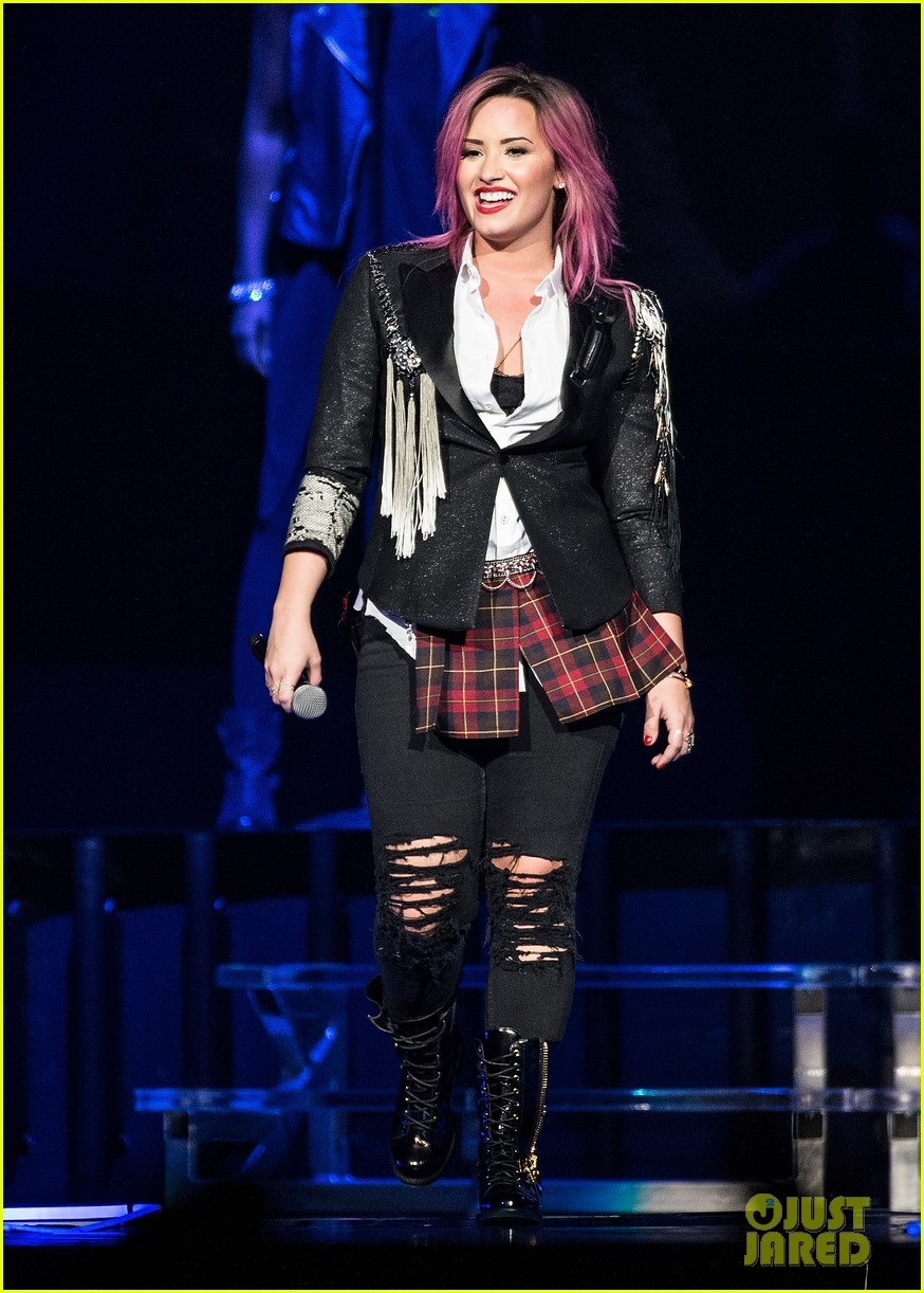demi lovato opens neon lights tour with special guest nick jonas 013050636