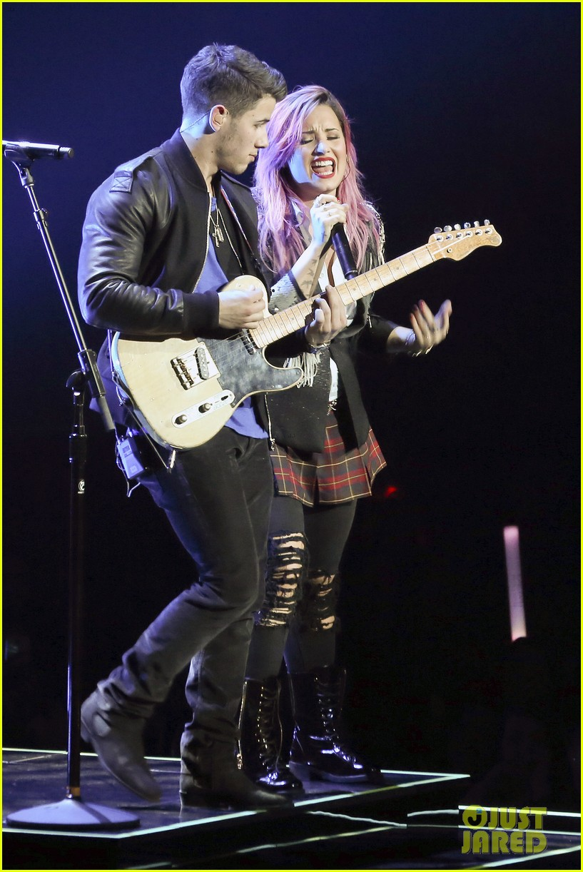 demi lovato opens neon lights tour with special guest nick jonas 023050637