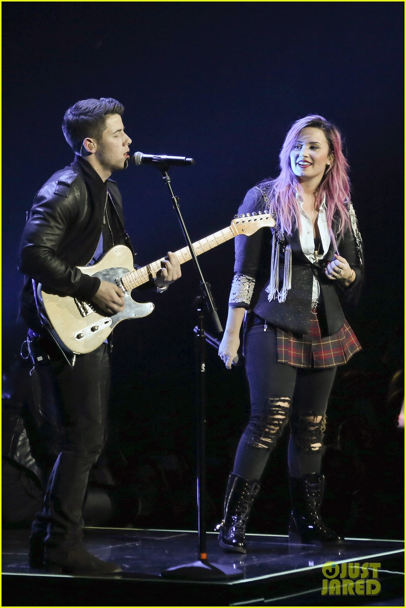 demi lovato opens neon lights tour with special guest nick jonas 133050648
