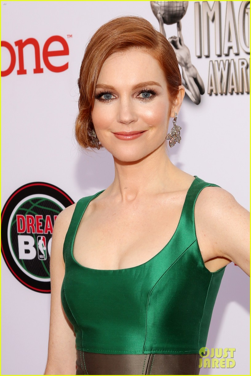 Katie Lowes Amp Darby Stanchfield Scandal Stars At Naacp