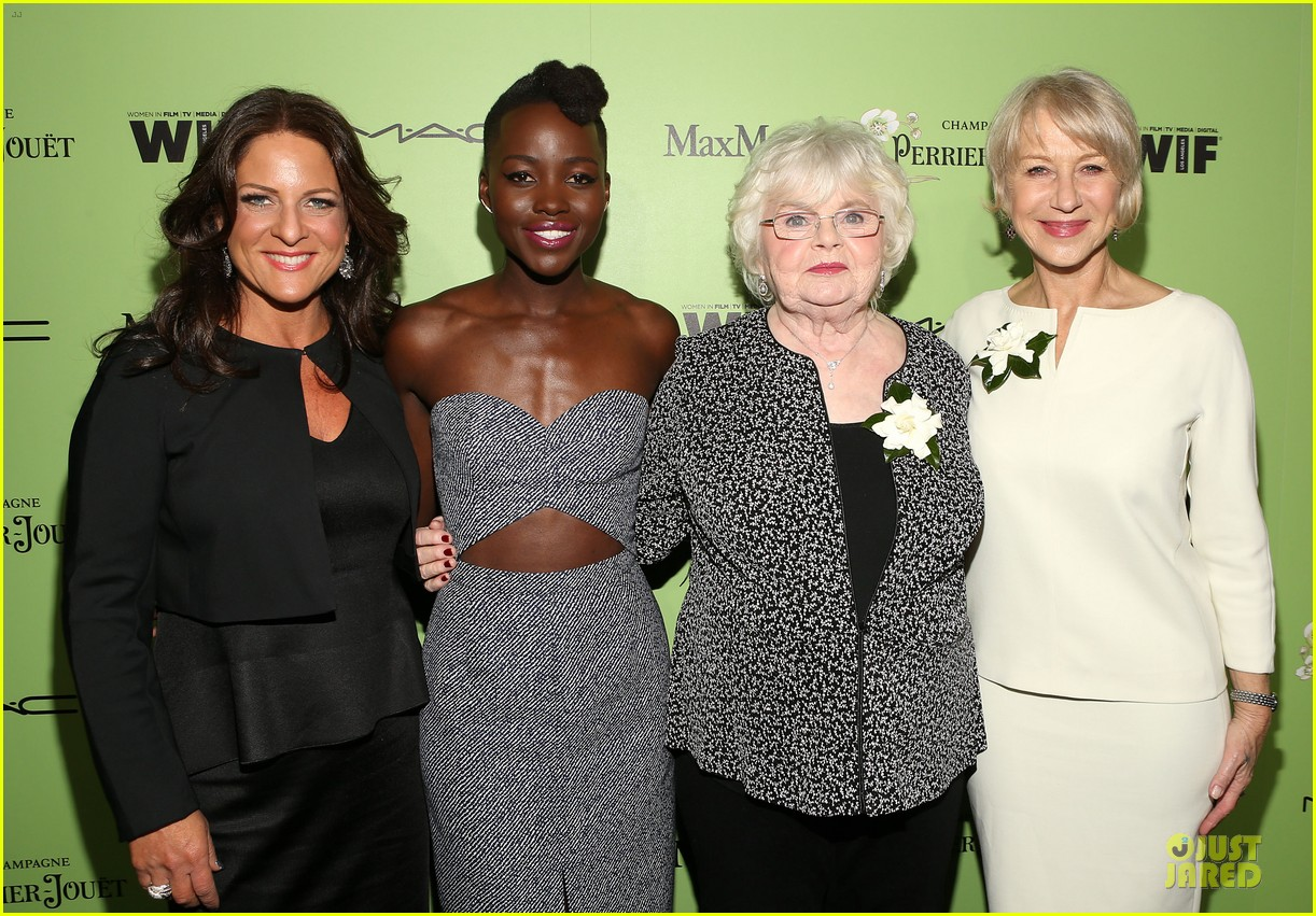 lupita nyongo helen mirren show admiration for each other at woemn in film pre oscar party 033062585