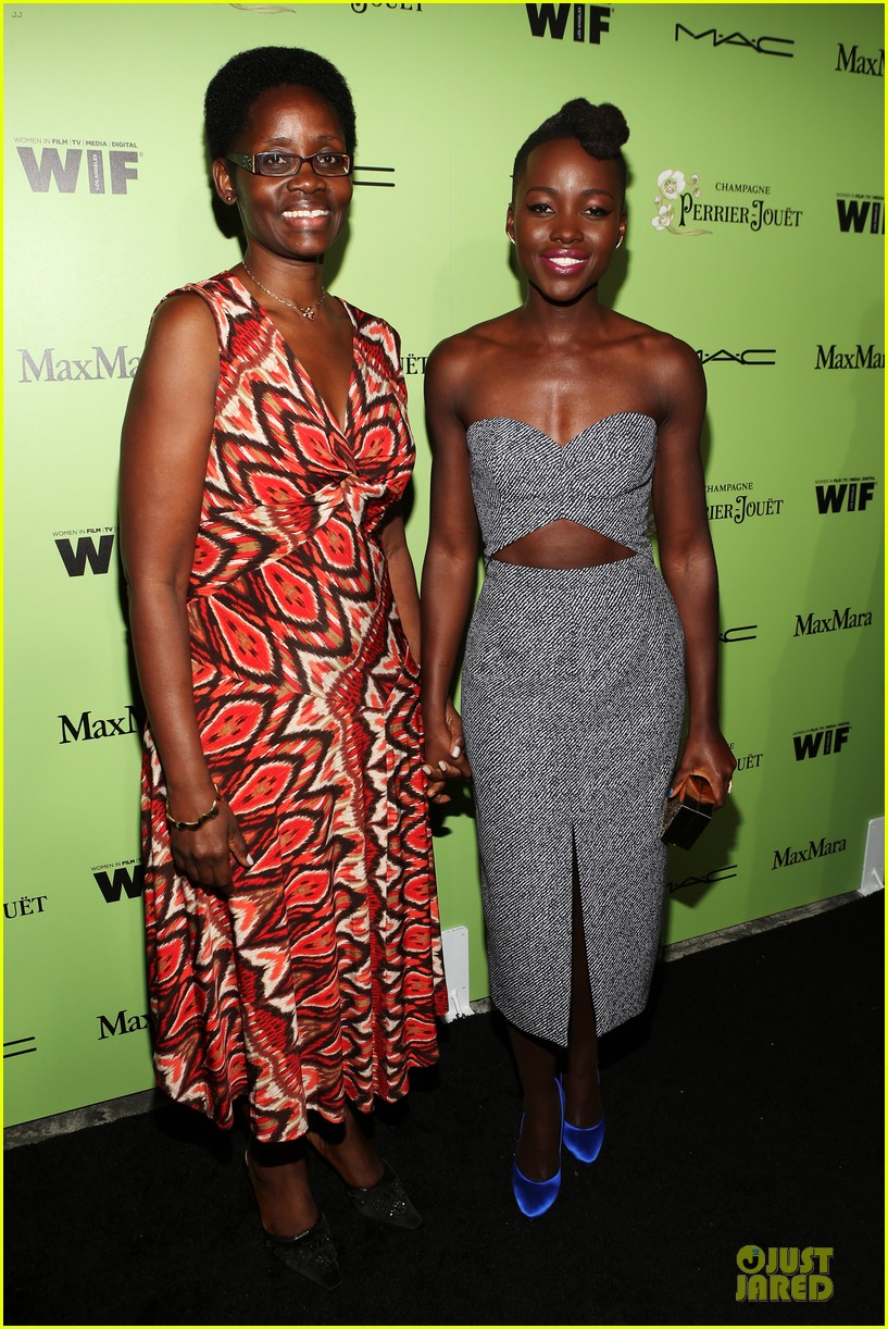 lupita nyongo helen mirren show admiration for each other at woemn in film pre oscar party 093062591