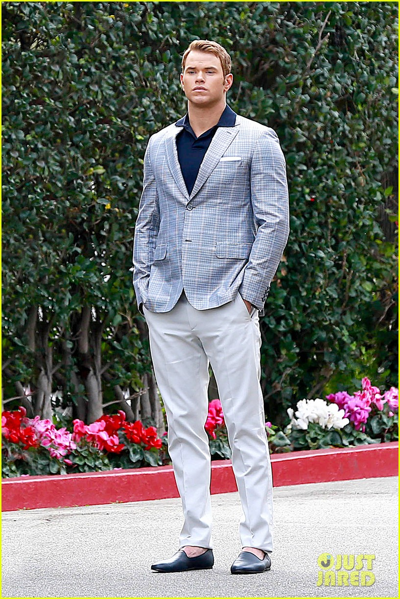 kellan lutz will support red carpet green dress at oscars 2014 013056695