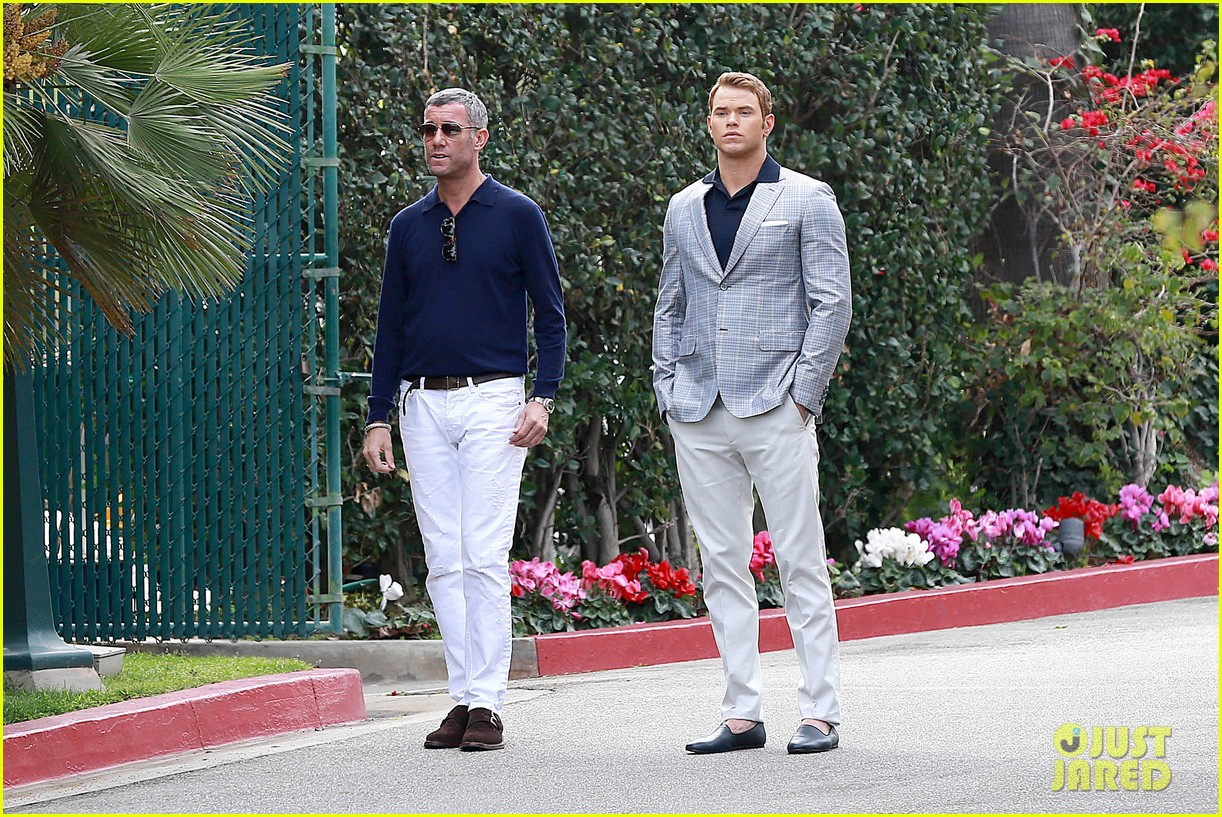 kellan lutz will support red carpet green dress at oscars 2014 11