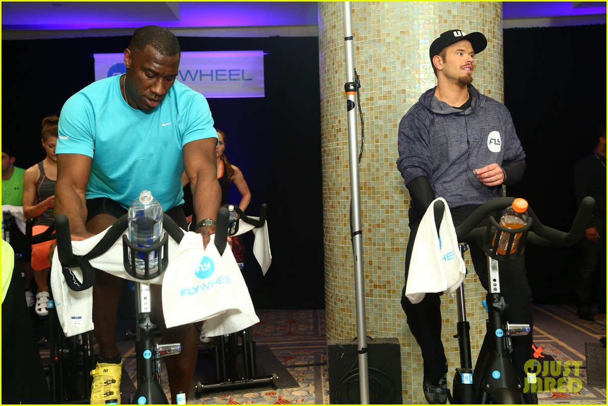 kellan lutz bryan greenberg work up a sweat at nfl house 383046827
