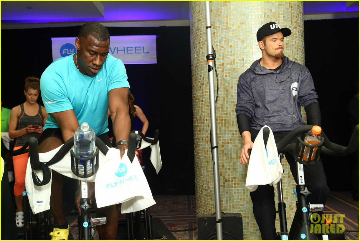 kellan lutz bryan greenberg work up a sweat at nfl house 39