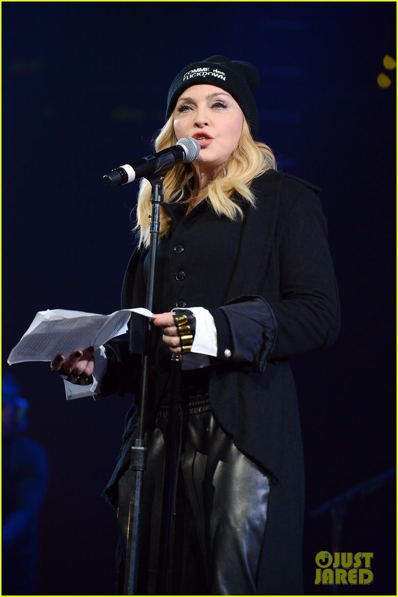 madonna speaks at the amnesty international concert 043048471