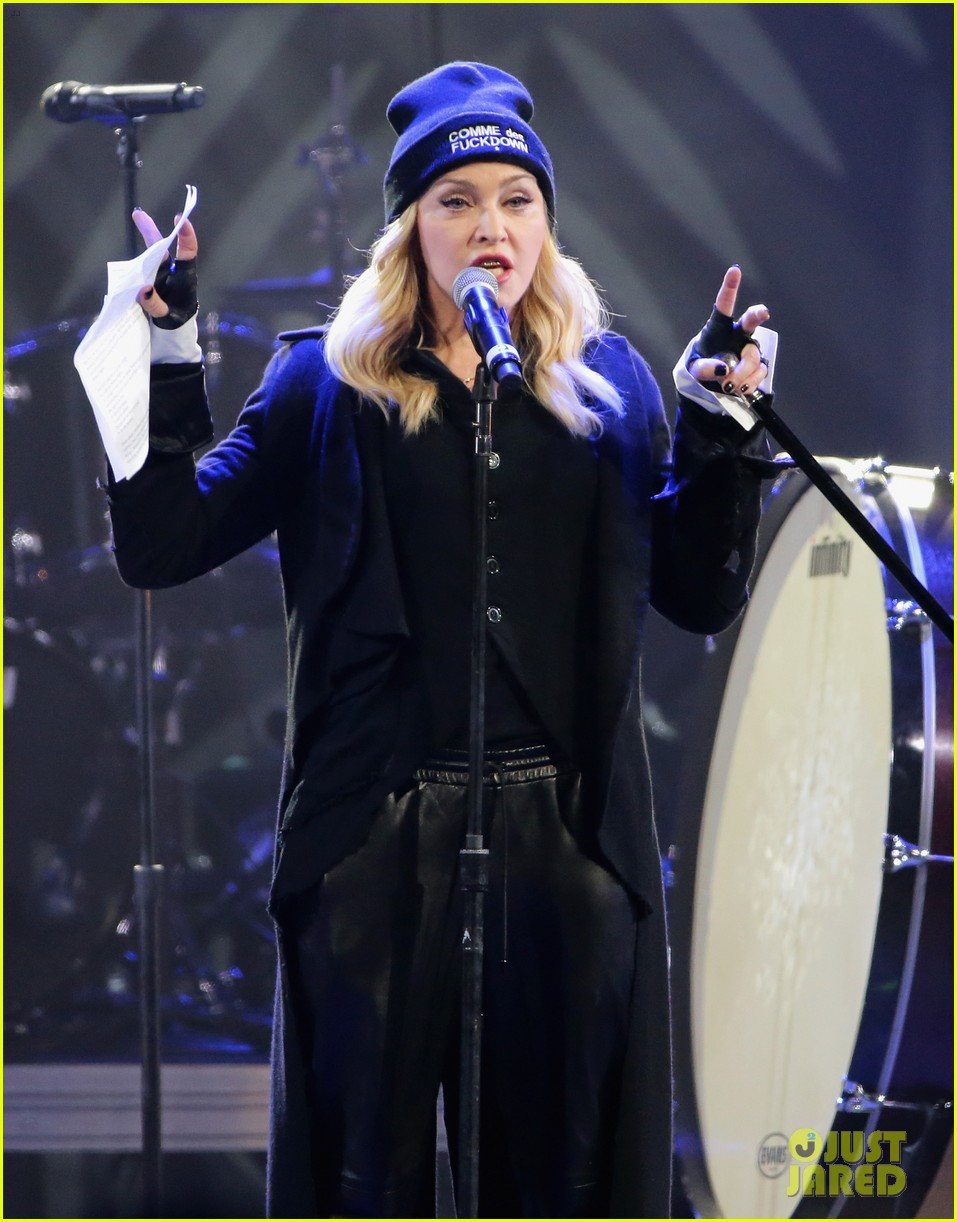 madonna speaks at the amnesty international concert 05