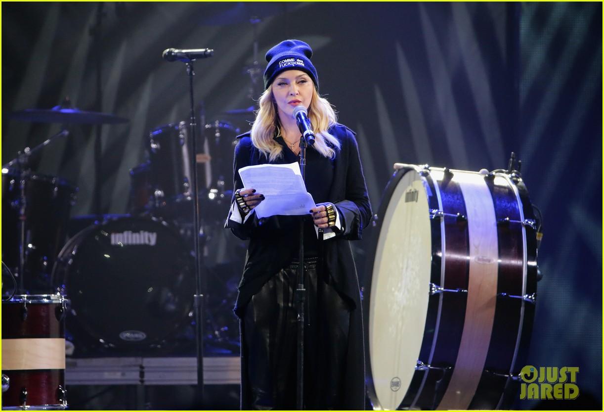 madonna speaks at the amnesty international concert 11