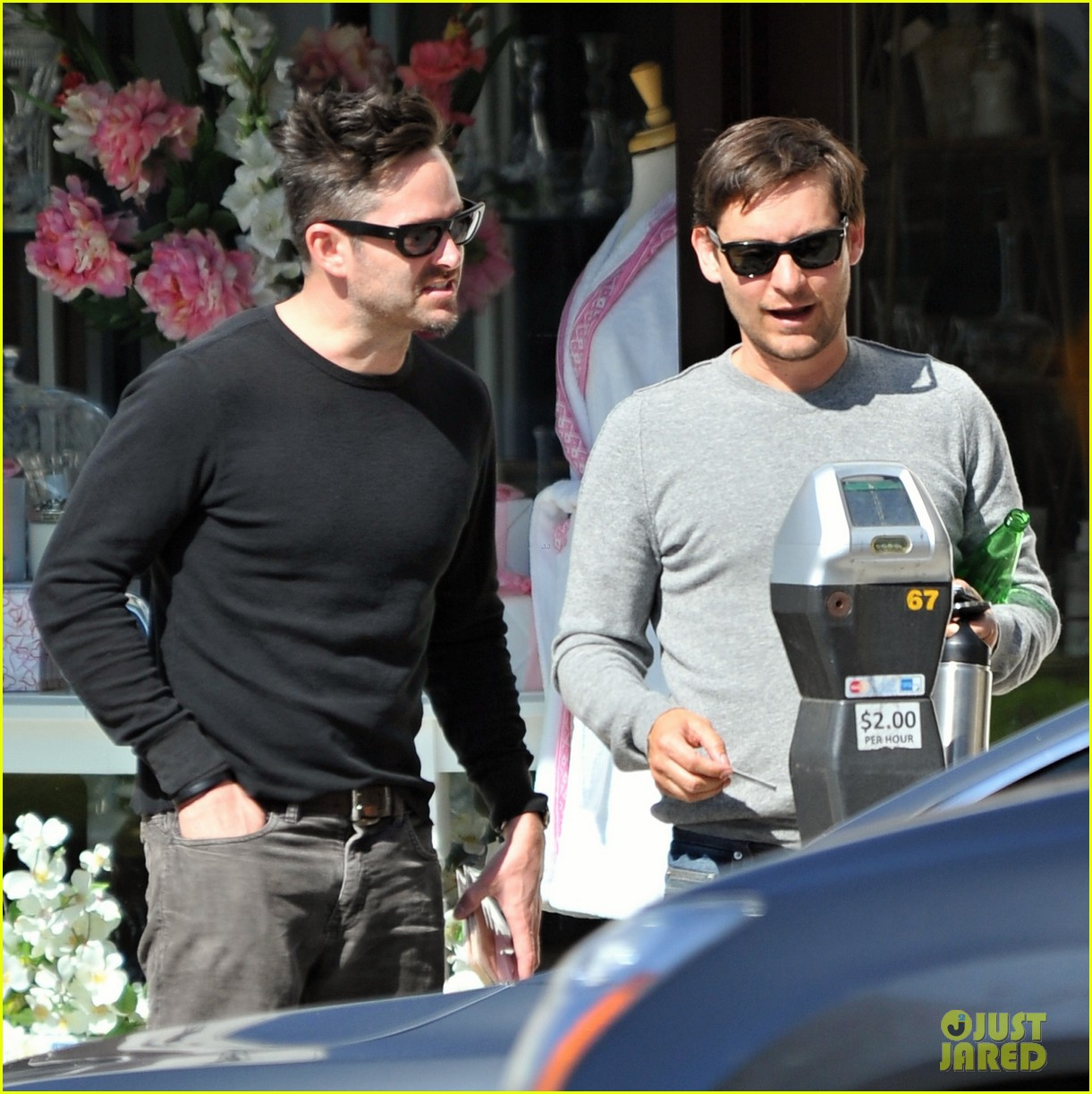 tobey maguire gets in some guy time lunches with a pal 023053347