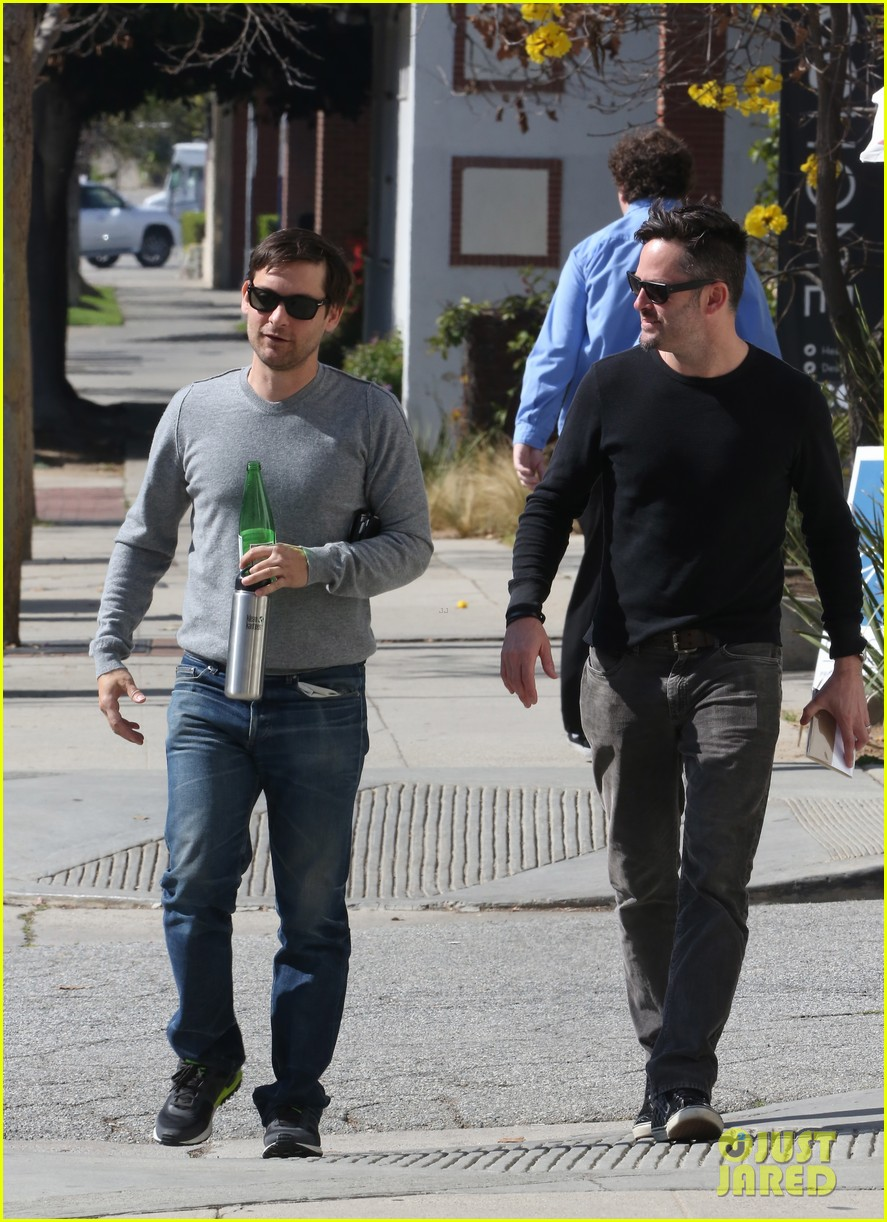 tobey maguire gets in some guy time lunches with a pal 083053353