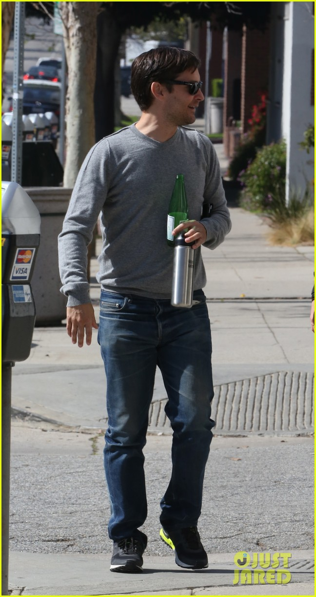 tobey maguire gets in some guy time lunches with a pal 103053355