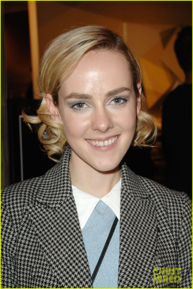 jena malone remembers philip seymour hoffman with touching message 023049057