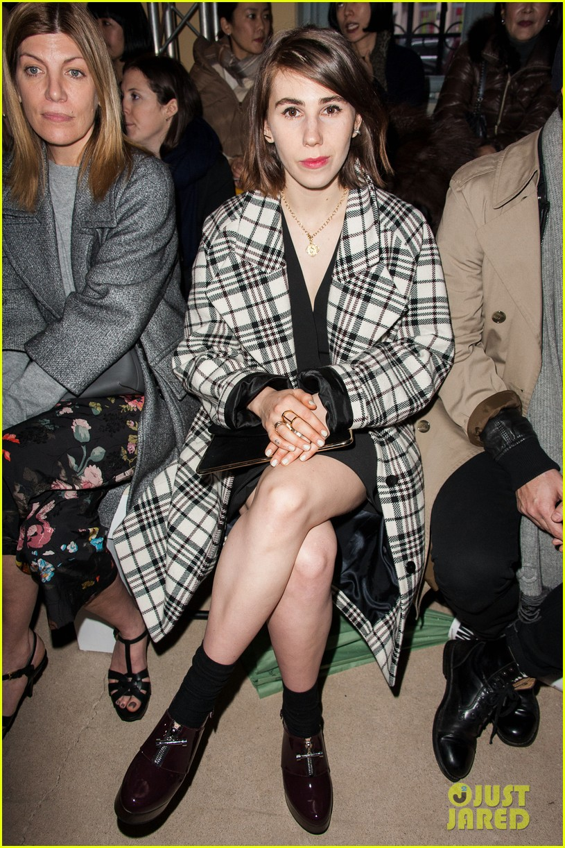 zosia mamet gets front seat view for carven show 02