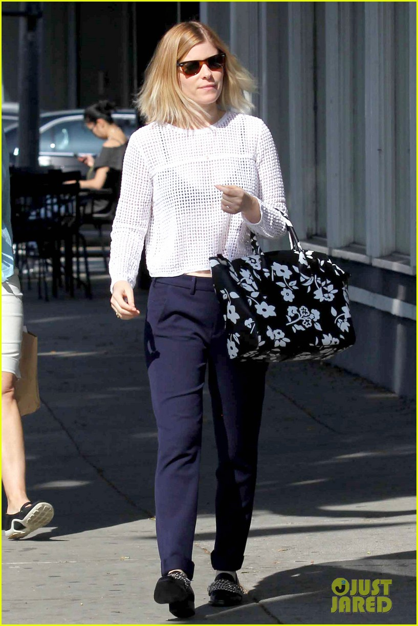 kate mara steps out after binging on house of cards season 2 053054647