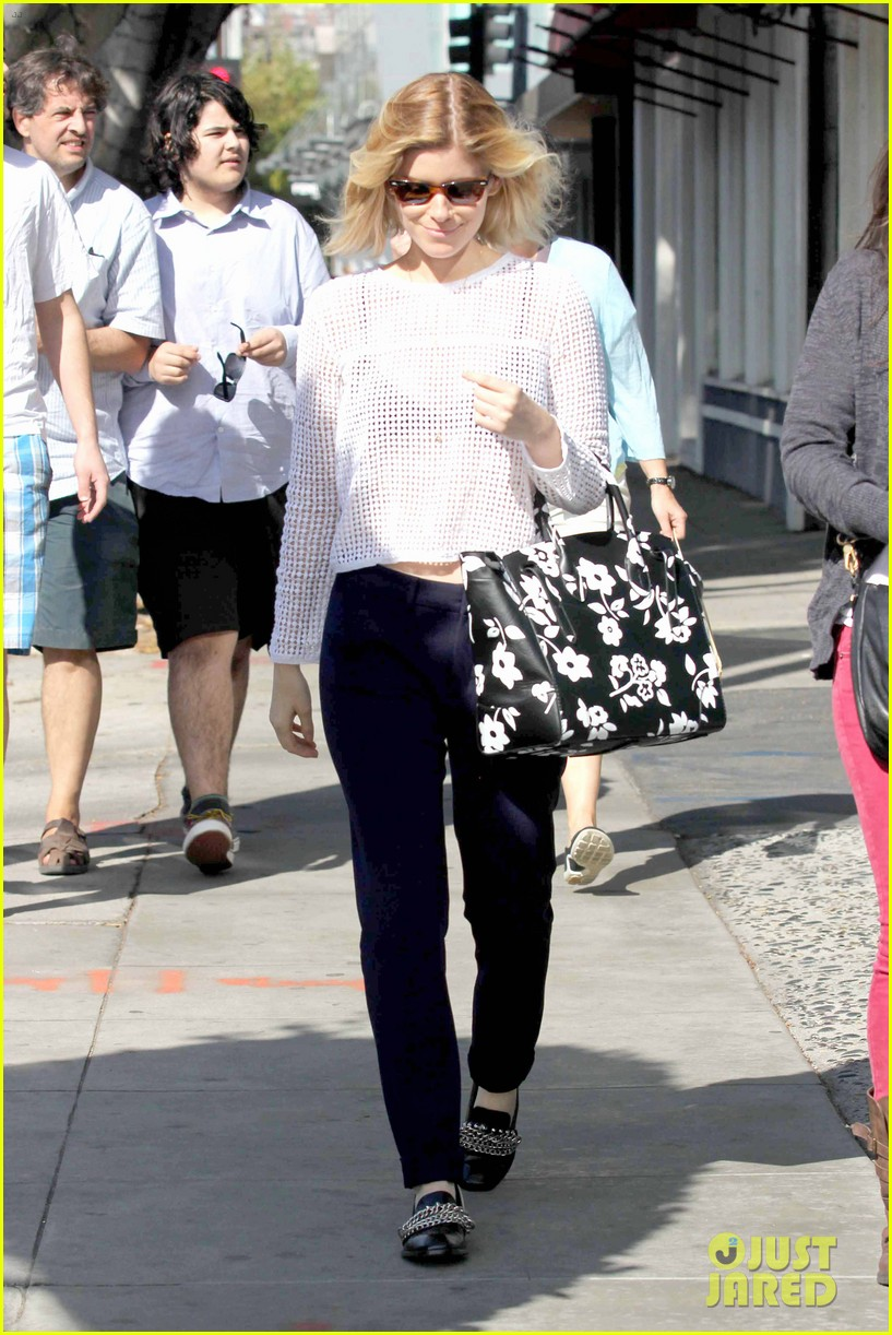 kate mara steps out after binging on house of cards season 2 113054653