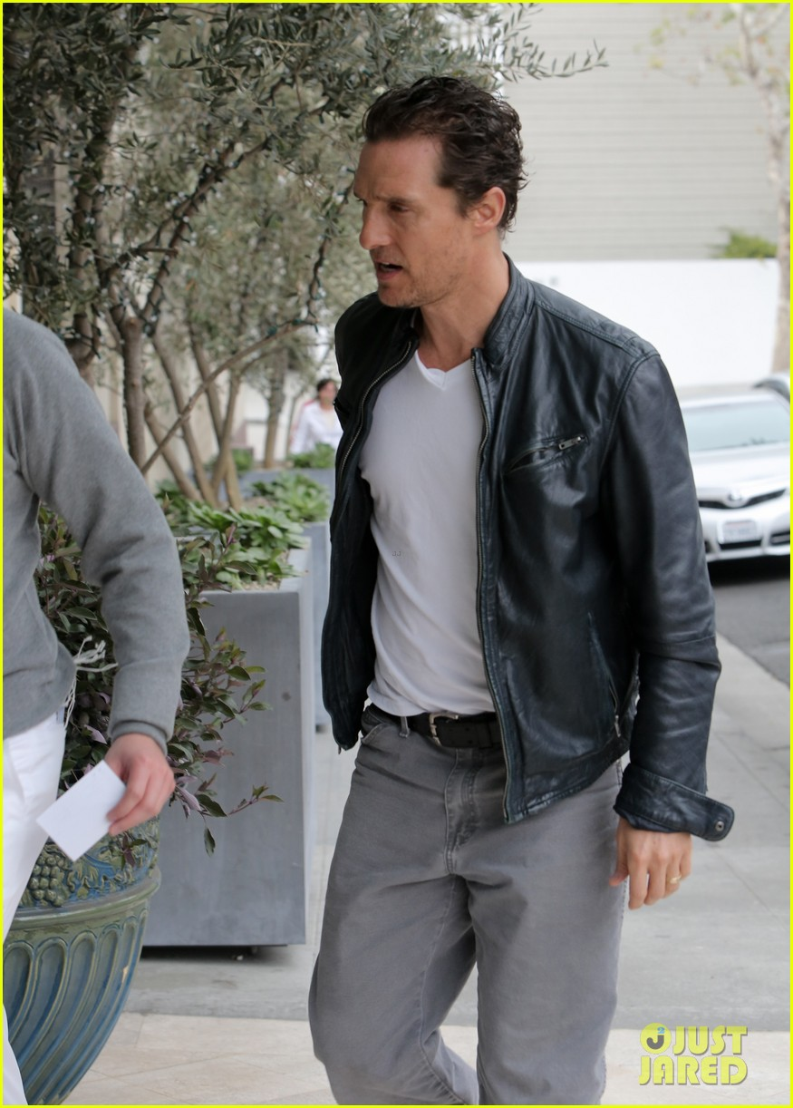 matthew mcconaughey is like a brother to woody harrelson 043061663