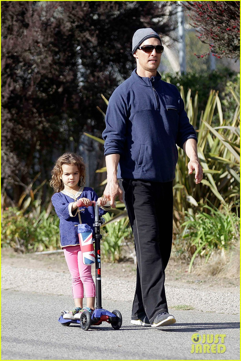 matthew mcconaughey his family work on their fitness together 013058983