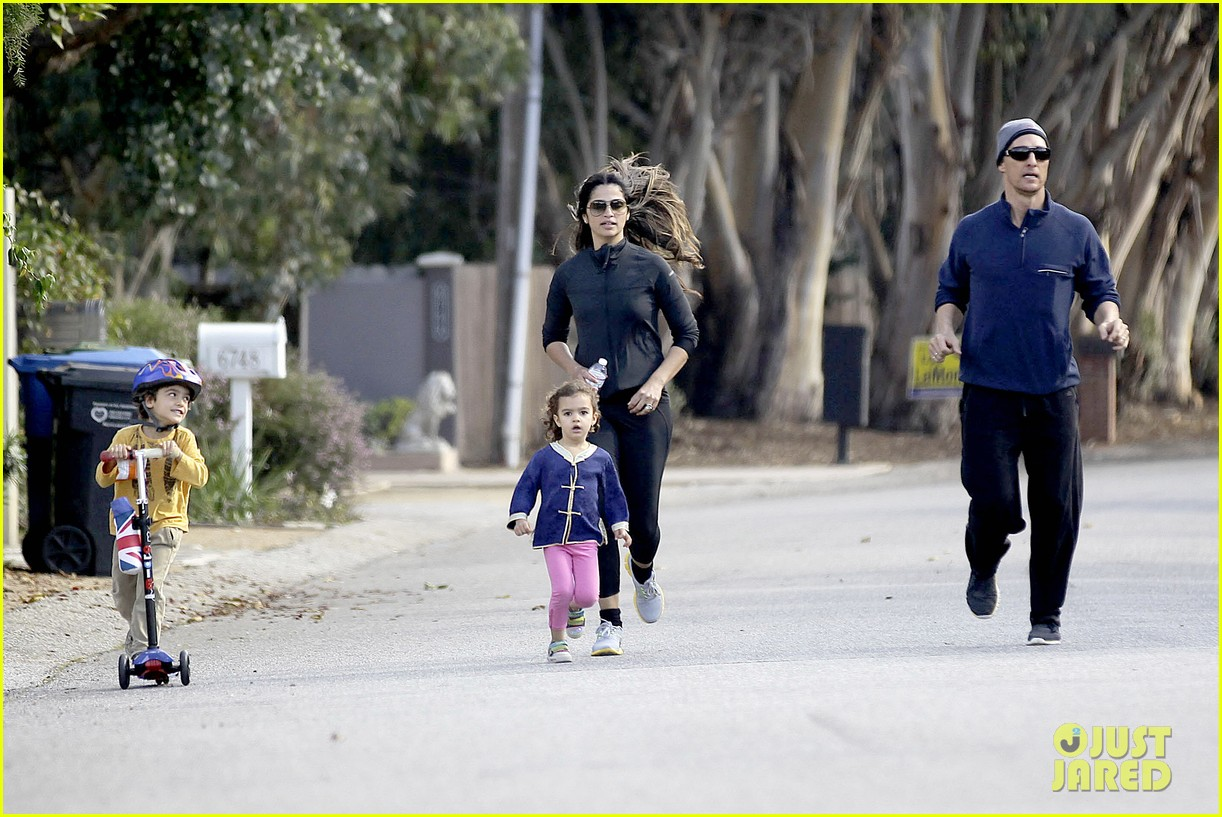 matthew mcconaughey his family work on their fitness together 083058990