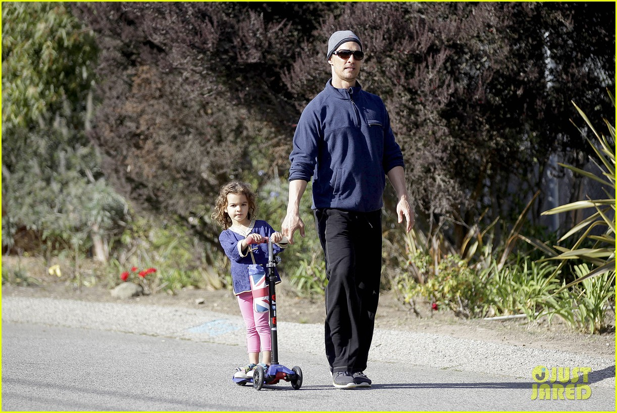 matthew mcconaughey his family work on their fitness together 093058991