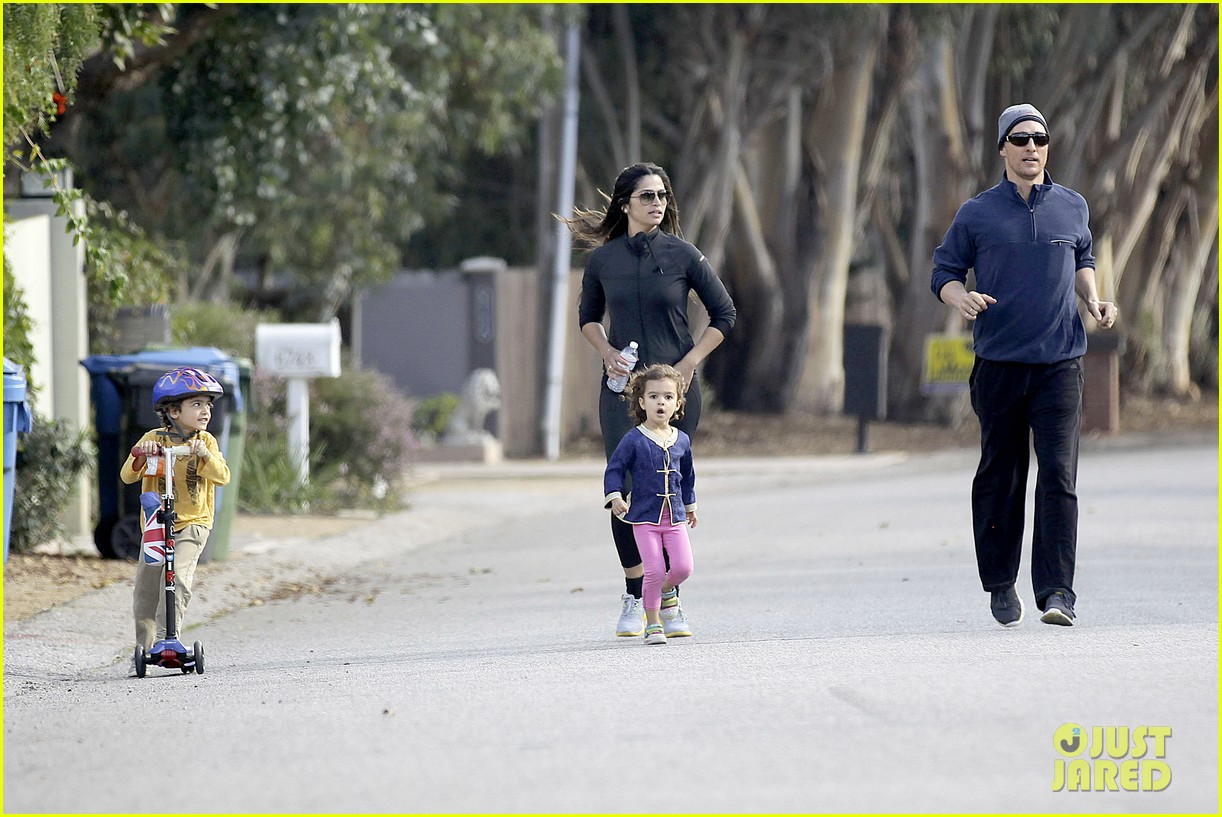 matthew mcconaughey his family work on their fitness together 123058994
