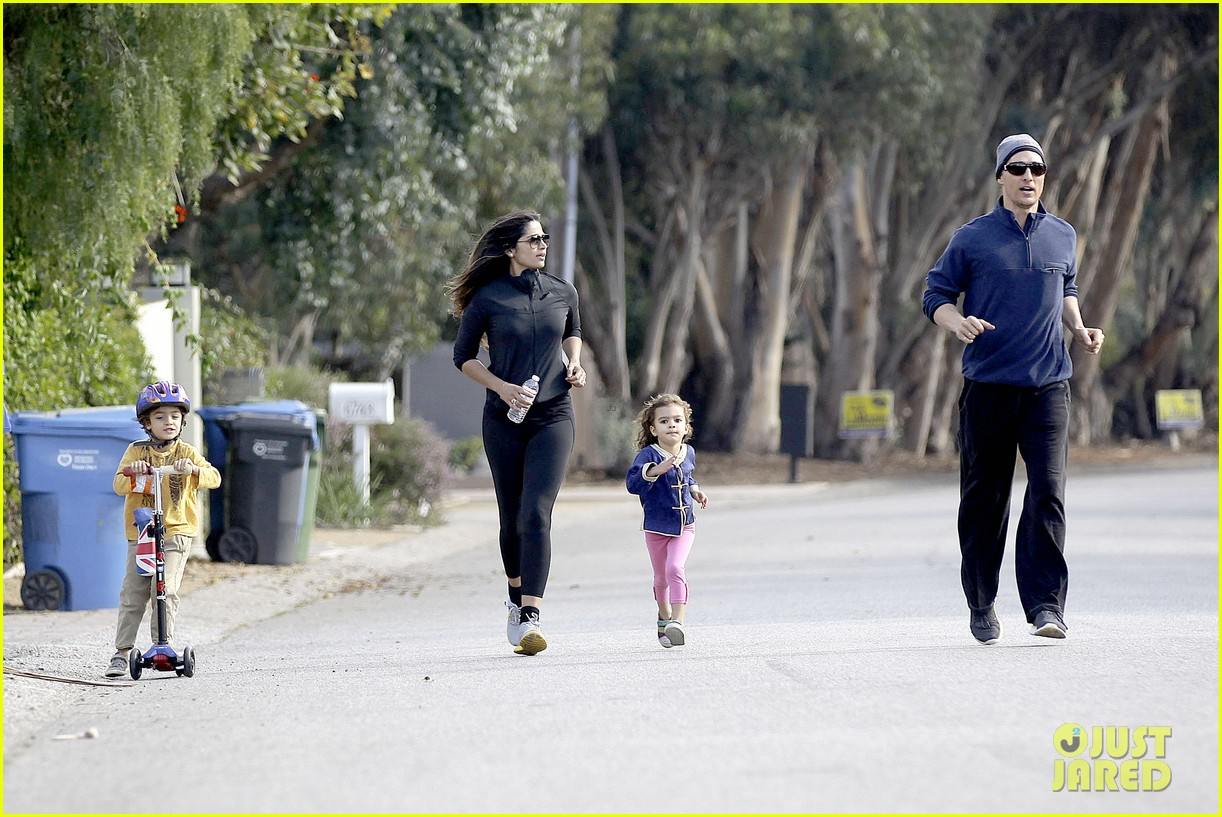 matthew mcconaughey his family work on their fitness together 133058995