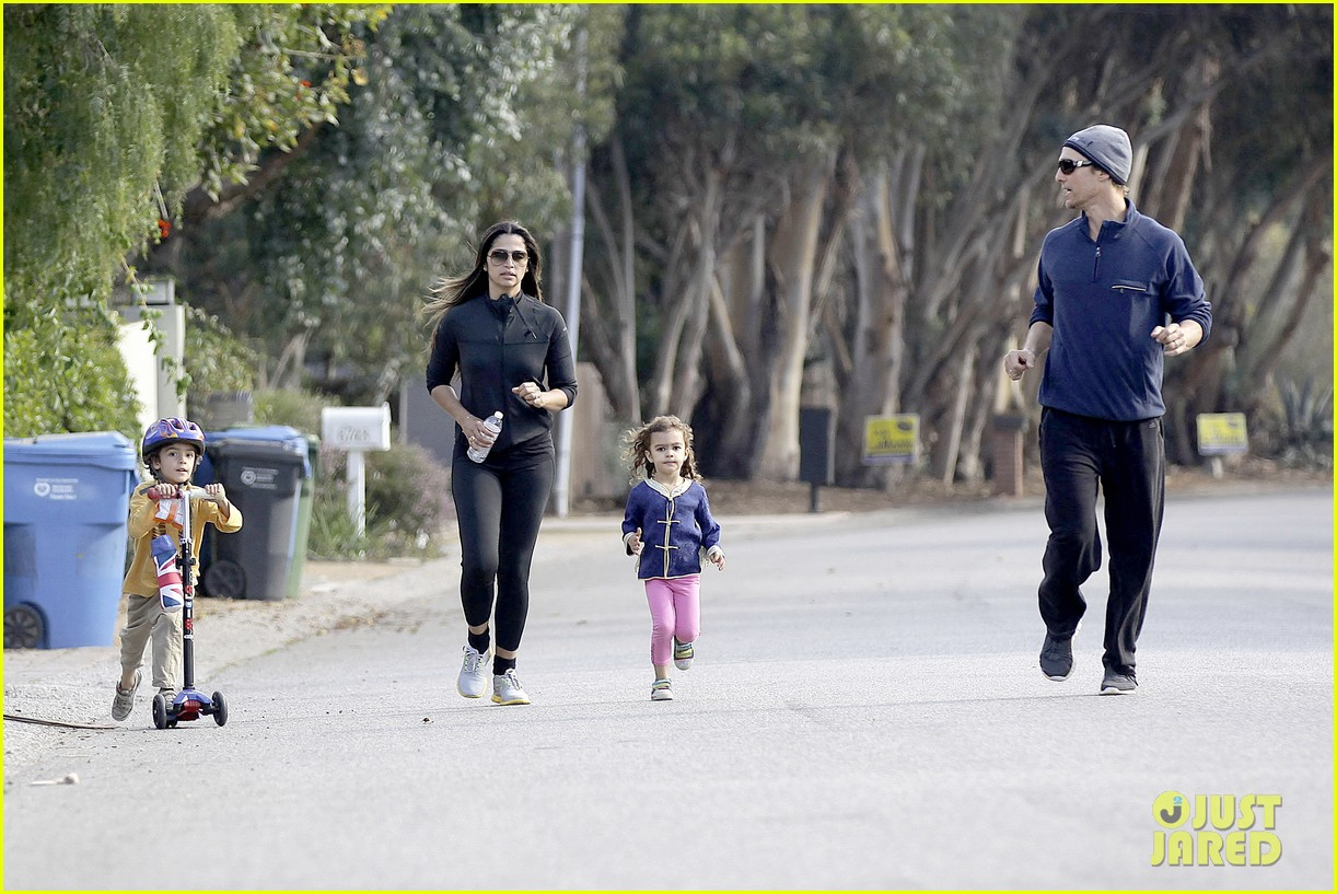 matthew mcconaughey his family work on their fitness together 203059002