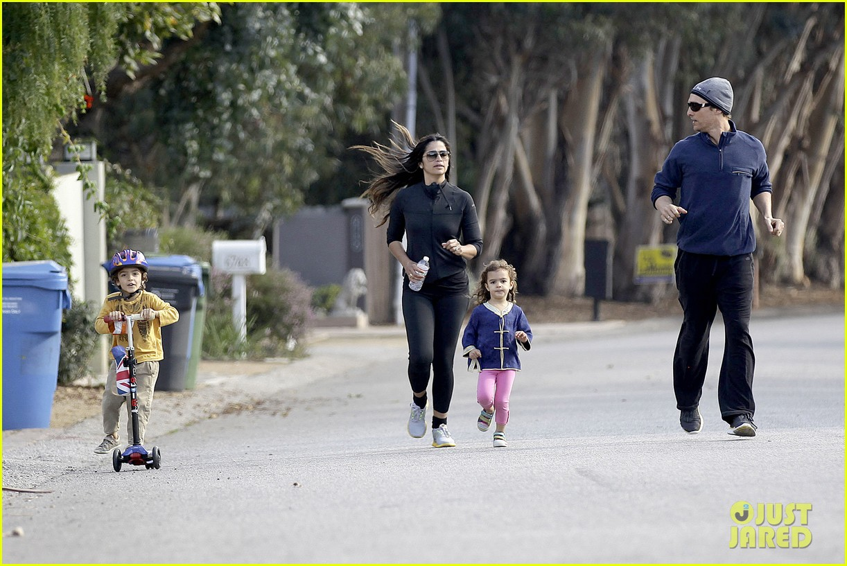 matthew mcconaughey his family work on their fitness together 213059003
