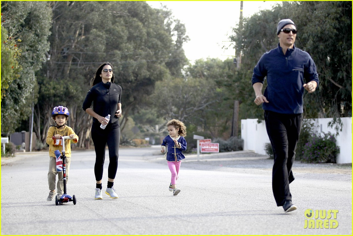 matthew mcconaughey his family work on their fitness together 243059006