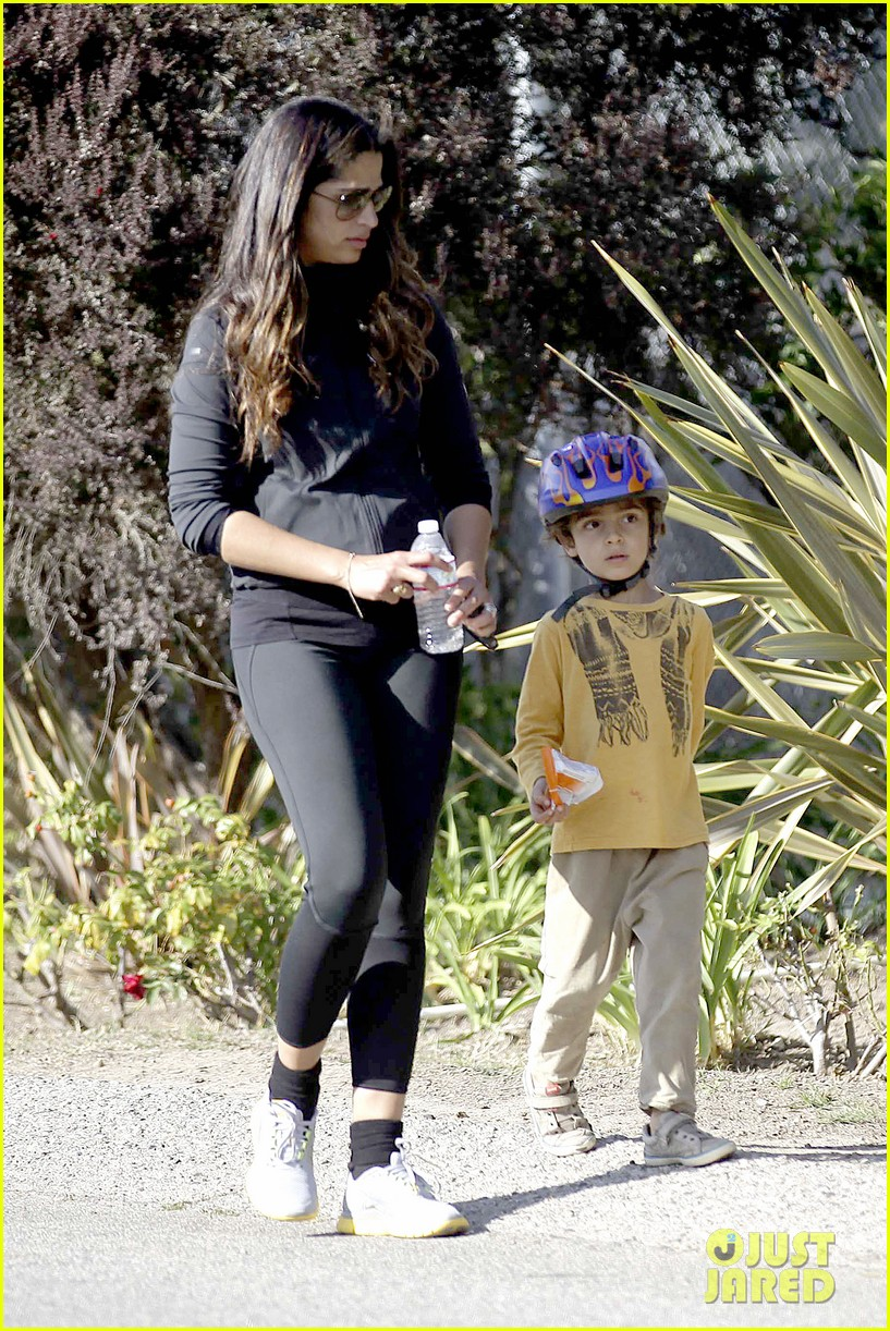 matthew mcconaughey his family work on their fitness together 293059011
