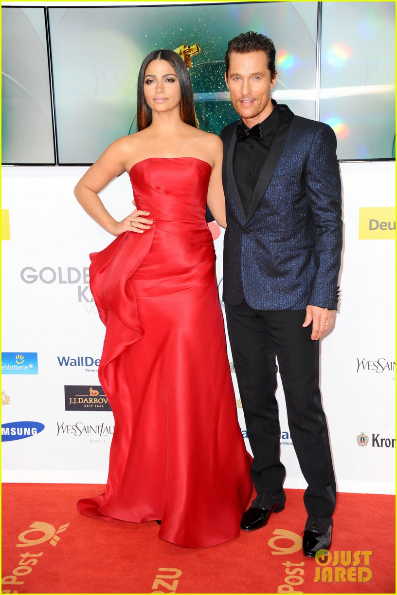 matthew mcconaughey camila alves picture perfect pair at goldene kamera awards 03