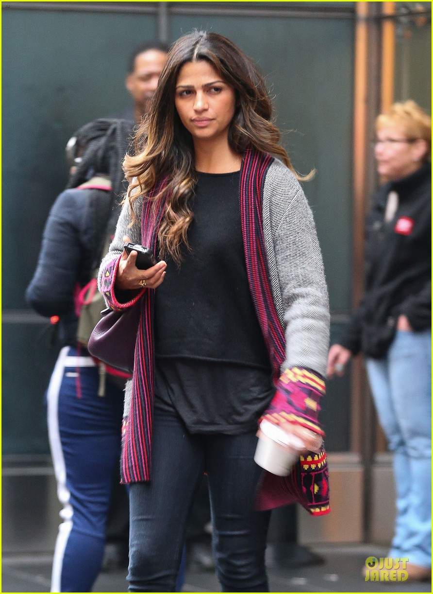 camila alves matthew mcconaughey isnt as romantic as his on screen characters 023058471