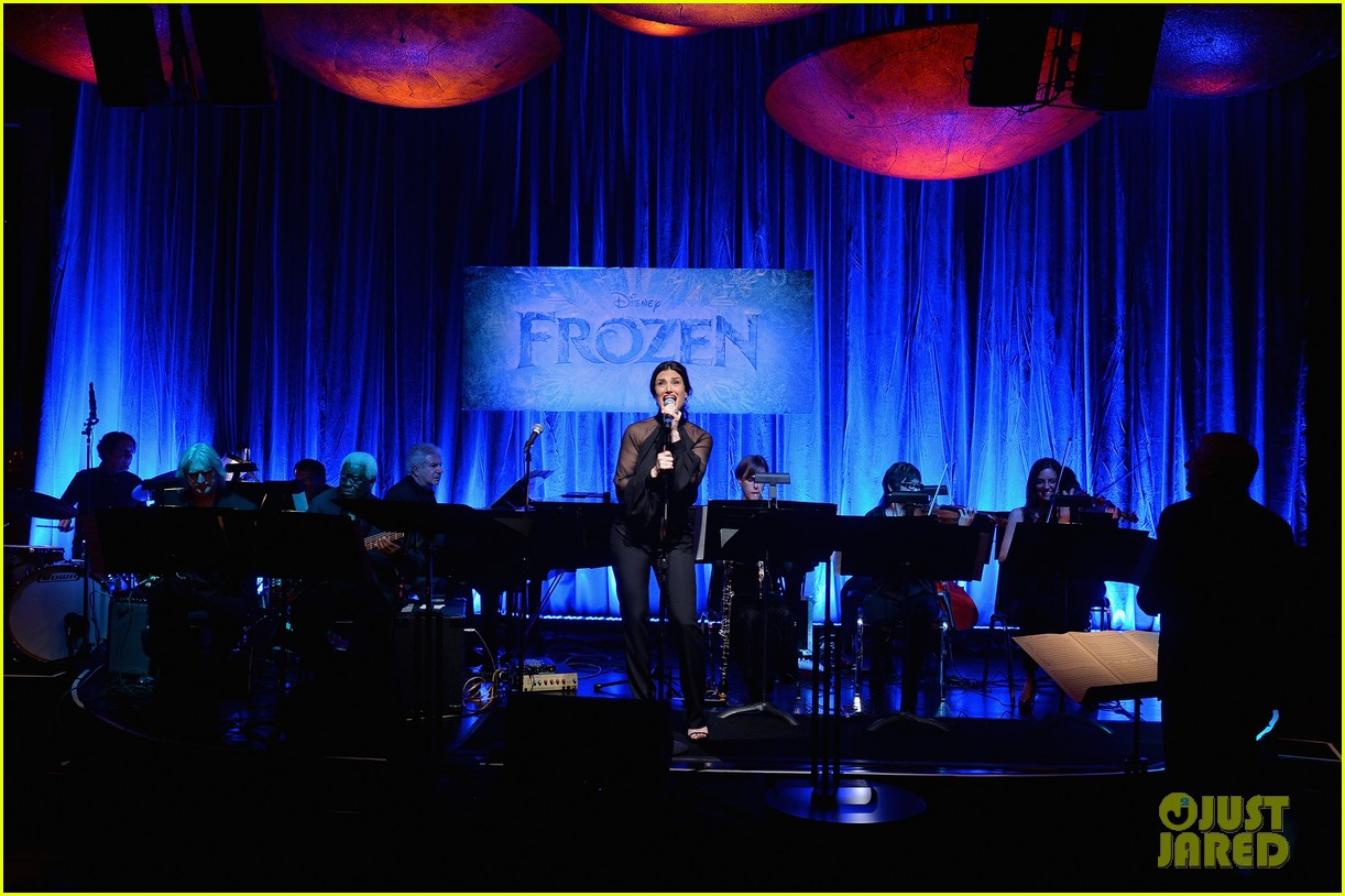 idina menzel sings let it go for frozen cast reunion 123050617