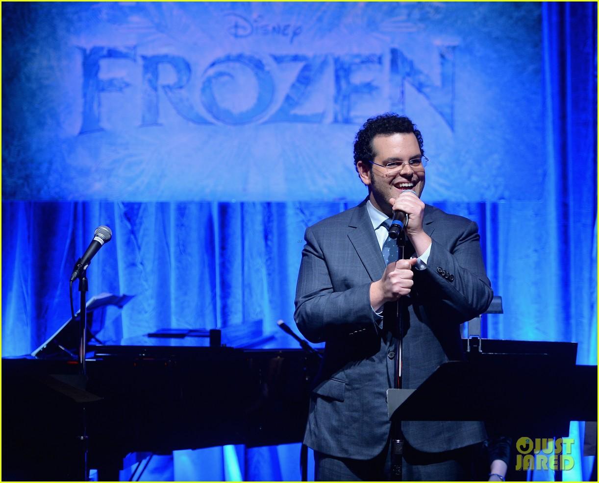 idina menzel sings let it go for frozen cast reunion 203050625