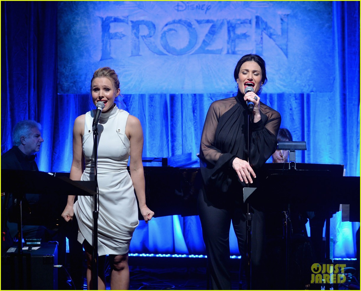 idina menzel sings let it go for frozen cast reunion 243050629