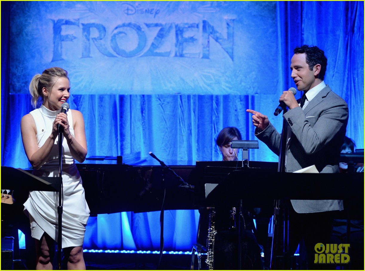 idina menzel sings let it go for frozen cast reunion 263050631