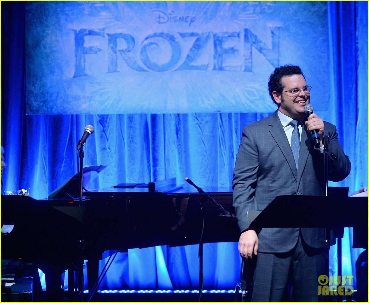 idina menzel sings let it go for frozen cast reunion 273050632