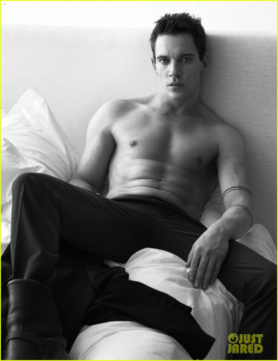 jonathan rhys meyers goes shirtless in bed for w magazine 05