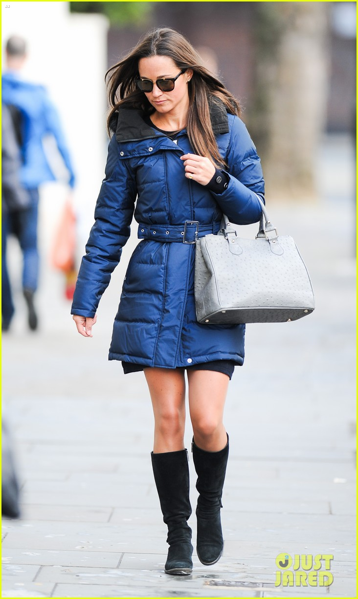 pippa middleton braves cold london weather in short skirt 073053003