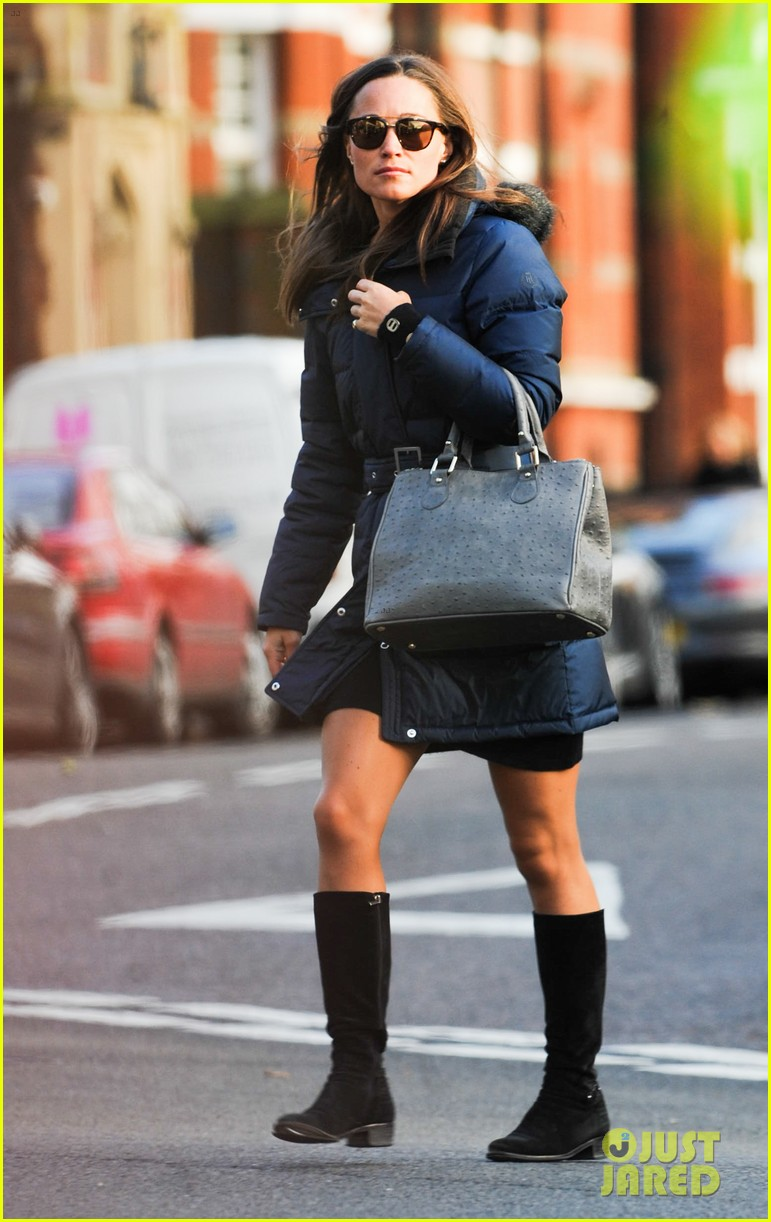 pippa middleton braves cold london weather in short skirt 103053006