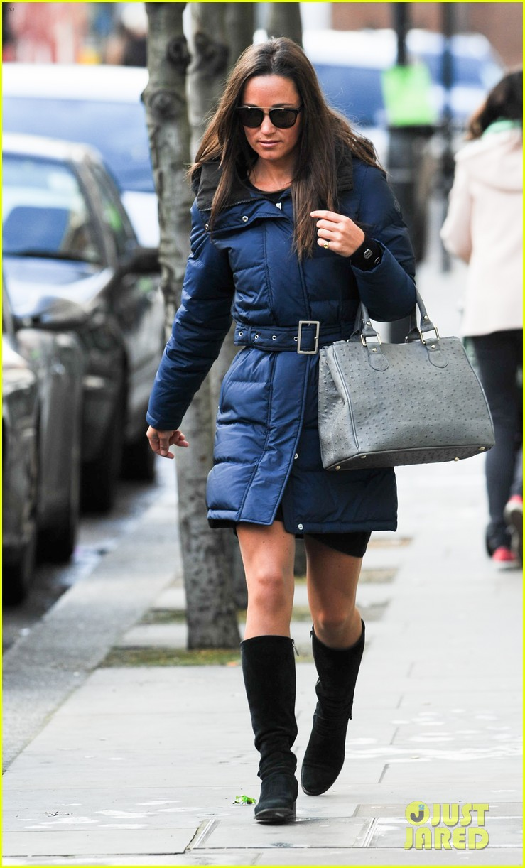pippa middleton braves cold london weather in short skirt 143053010