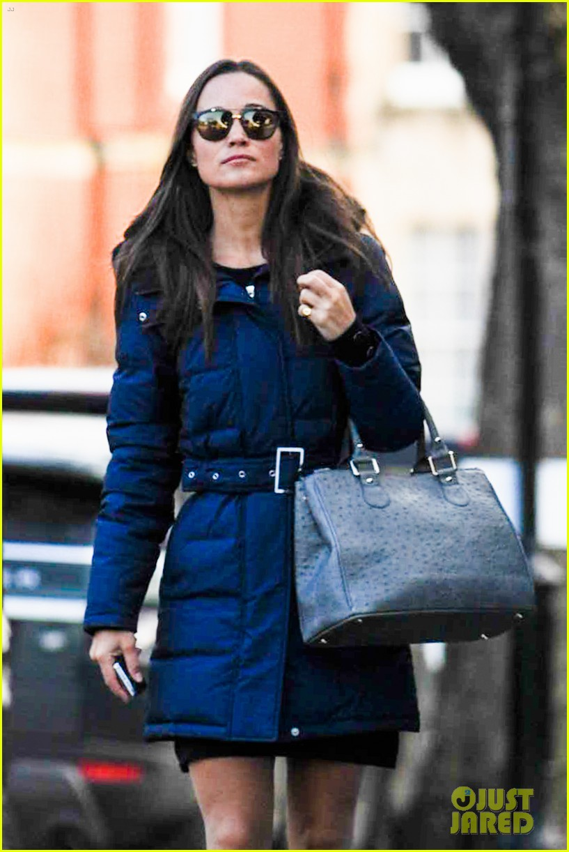 pippa middleton braves cold london weather in short skirt 153053011