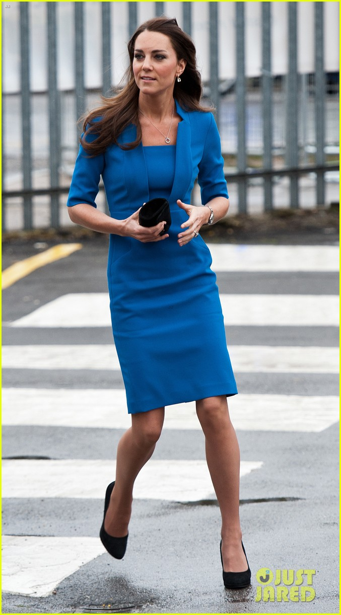 kate middleton opens the icap art room on valentines day 083053294