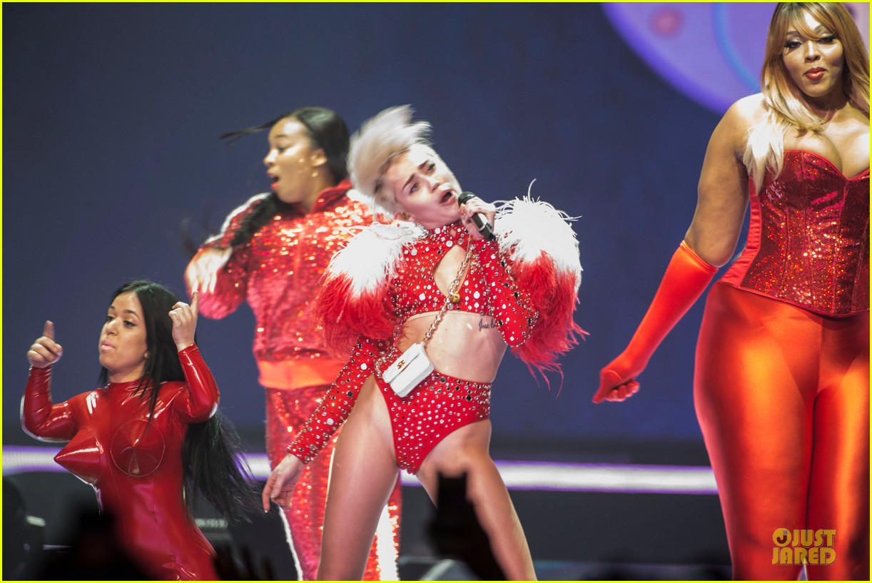 miley cyrus sticks out tongue on bangerz tour opening night 103053813