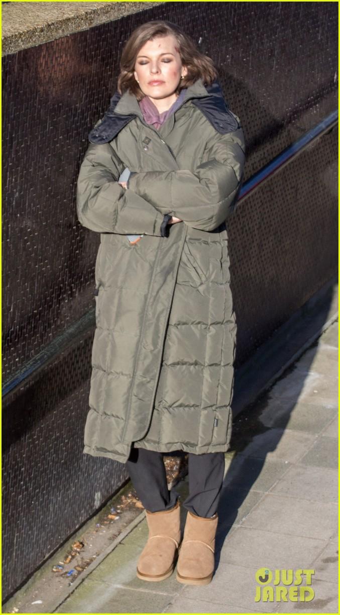 milla jovovich has cut up face for survivor scenes 093055028
